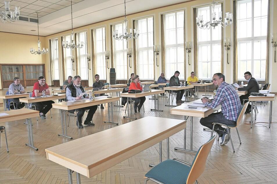 Der Tagungsort in der Fema und auch die Anordnung der Sitzplätze ließen die Sitzung des Gemeinderates im April ungewohnt wirken.
