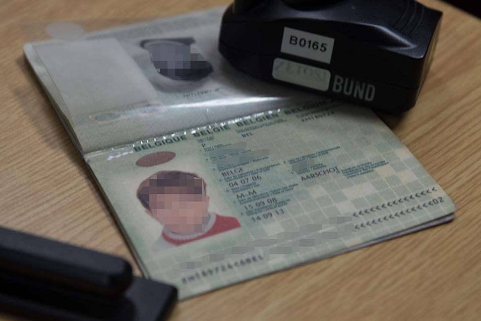 Der belgische Pass ist echt, aber nicht alles daran.