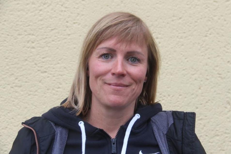 Ines von Biedenfeld (38), Hausfrau, Meschwitz:Der Vorplatz der Feuerwehr in Meschwitz müsste befestigt werden. Dort stehen überall Pfützen, wenn es regnet. Die Bushaltestellen müssten im Winter bis 7.30 Uhr geräumt sein. In Hochkirch fehlt eine Gaststätte oder wenigstens ein Café.