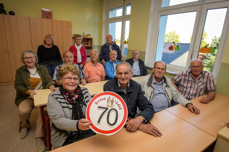 """Diese """"Erstklässler"""" sind vor 70 Jahren in Gersdorf eingeschult worden. Auch nach so langer Zeit sind die Erinnerungen noch frisch."""