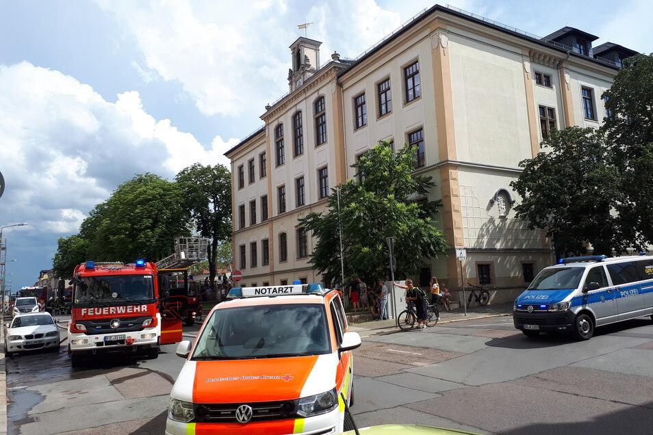 Eine Frau, ein vierjähriger Junge und ein Mann wurden vorsorglich ins Krankenhaus gebracht.