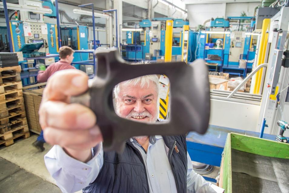 Ulrich Dedeleit ist Geschäftsführer von Lausitz Elaste in Rothenburg. Sein Unternehmen ist auf der Branchenmesse für Bahntechnik diese Woche in Polen vertreten.
