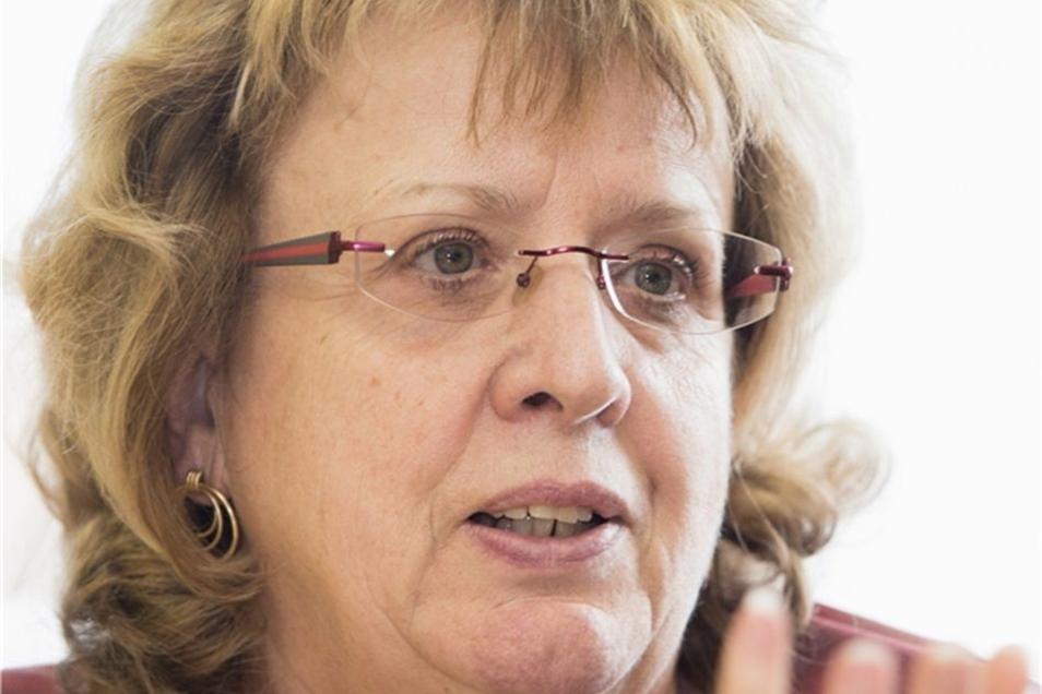 Heidemarie Radecker: Die 62-Jährige ist Lehrerin für Mathematik und Geografie. Seit 1992 hatte sie an verschiedenen Dresdner Schulen das Amt einer stellvertretenden Schulleiterin inne. Seit acht Jahren übt sie es an der 128. Oberschule in Dresden-Reick au