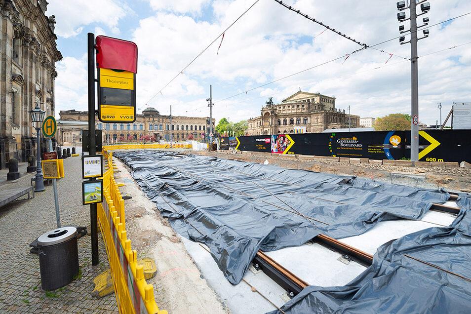 Frisch betoniert ist die Gleisanlage am Altstädter Anschluss der Augustusbrücke.
