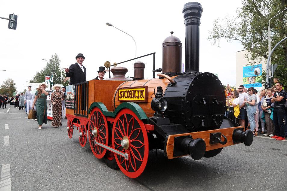 Die Unverzichtbare: Der Bau der ersten deutschen Ferneisenbahn Leipzig-Dresden machte Riesa zu dem, was es heute ist. Deshalb darf die Lok Saxonia  bei keinem Festumzug in Riesa fehlen.