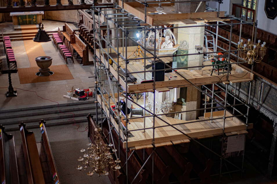 Die Dreßler-Kanzel ist seit Monaten eingerüstet. Sie wird von der Firma Freund aus Doberschau restauriert.