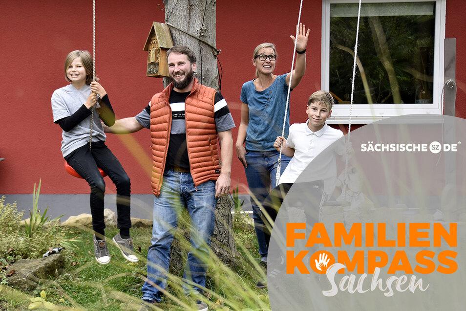 Familie Fritzsche ist an den Stadtrand gezogen und fühlt sich hier sehr wohl. Tochter Asa, Vater Veit, Mutter Lydia und Sohn Finn (v.l.n.r.)