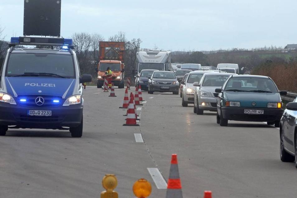 Wegen des Unfalls kam es auf der Autobahn zu langen Staus.