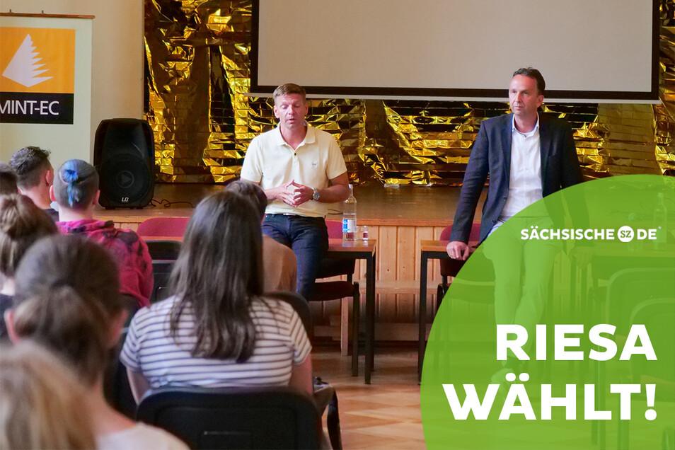 Die OB-Kandidaten Gunnar Hoffmann (l.) und Marco Müller (r.) besuchten jetzt auf Einladung das Werner-Heisenberg-Gymnasium.