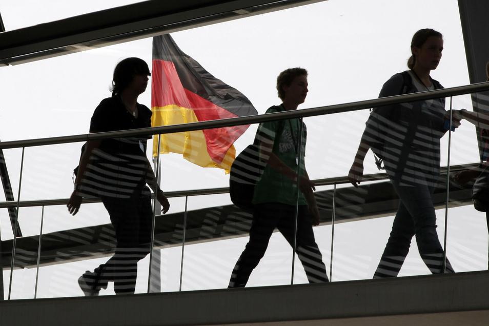 Farben der Demokratie am Reichstag.