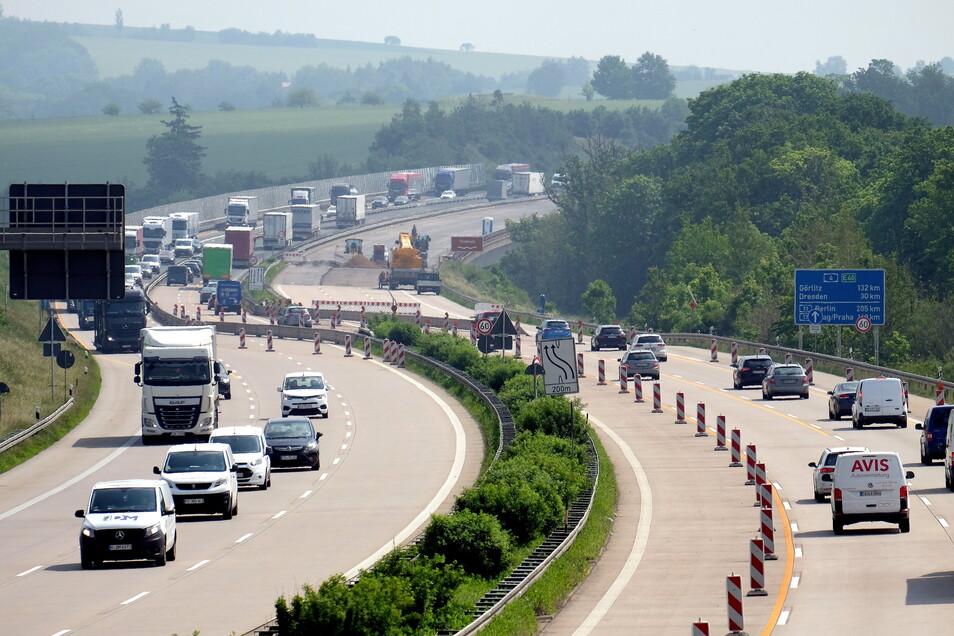 Baustellen bremsen Autofahrer in Sachsen auch in den Ferien aus.