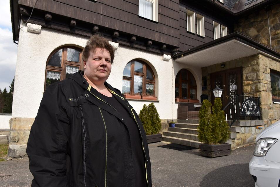 Erica Doghmani hat sich schulen lassen und testet nun im Neuhermsdorfer Hotel Wettin.