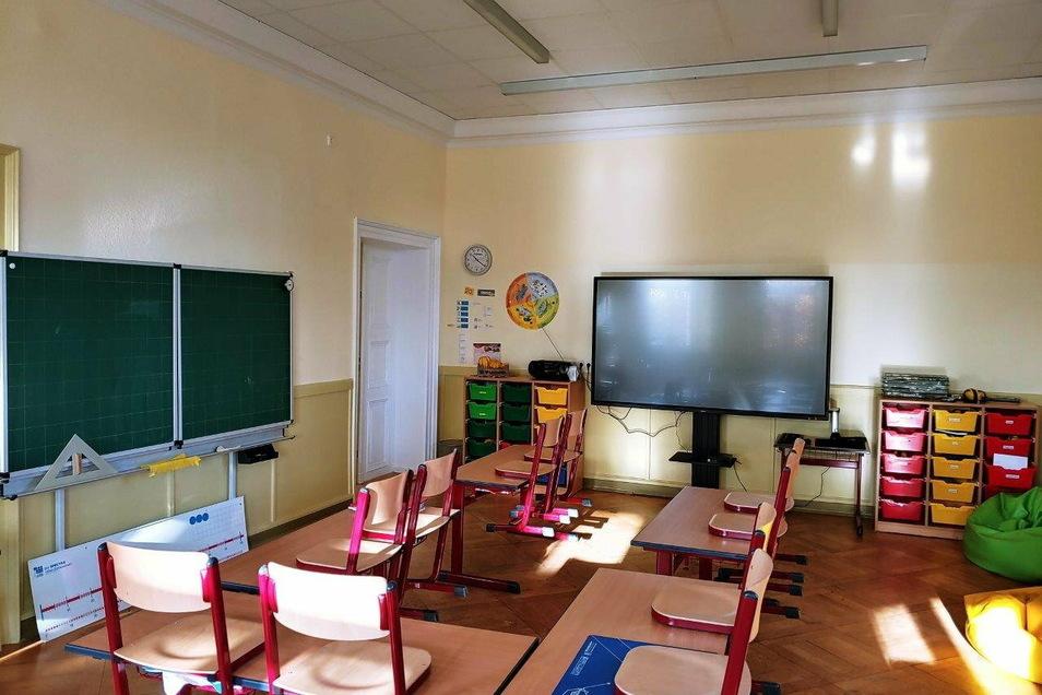 Der digitale Anfang ist gemacht. Die Grundschule in Kreba-Neudorf ist jetzt mit 18 Notebooks und einer digitalen Wandtafel (im Foto) ausgerüstet.