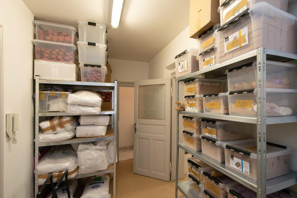 Volle Lagerräume: Die Gründer haben in Erwartung der Weihnachtszeit eine Menge Shampoos vorproduzieren lassen - und dafür sogar Kredite aufgenommen.