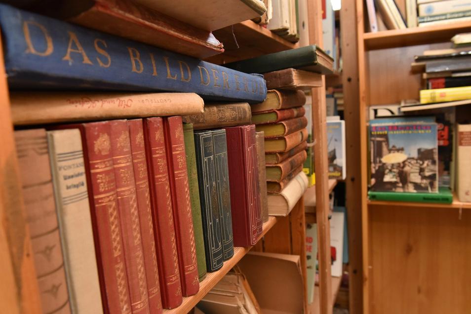 """Für kalte Regentage im Winter bieten """"Die Beräumer"""" auch viele Bücher zum schmökern an."""