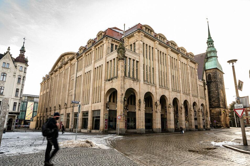 Das ehemalige Kaufhaus am Demianiplatz in Görlitz fristet derzeit ein stilles Dasein. Das Gebäude ist entkernt und wartet auf die Sanierung.