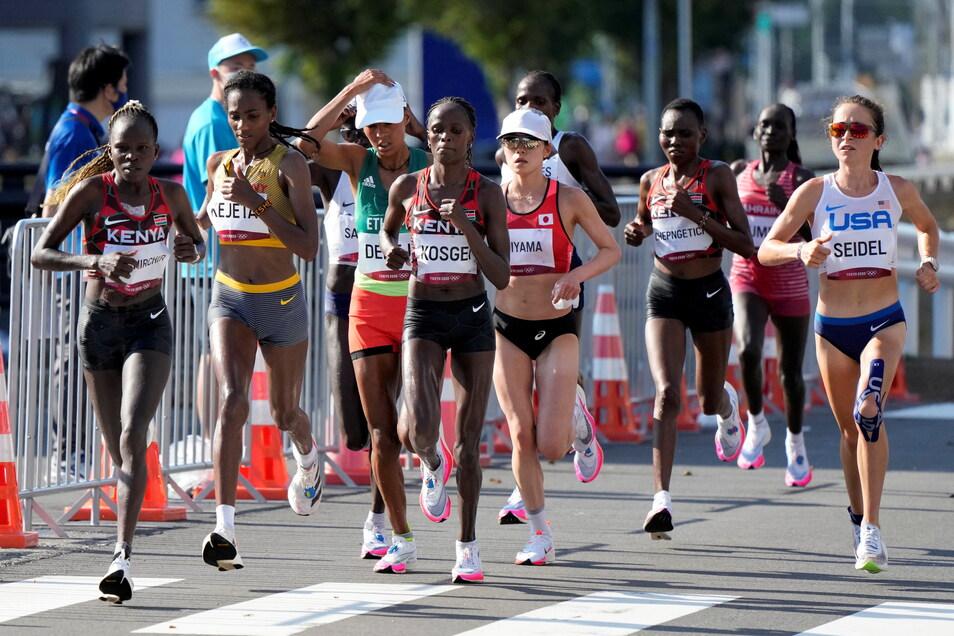 Melat Yisak Kejeta (Zweite von links) läuft am Ende auf einen starken sechsten Platz. Lange war sie Teil der Spitzengruppe.