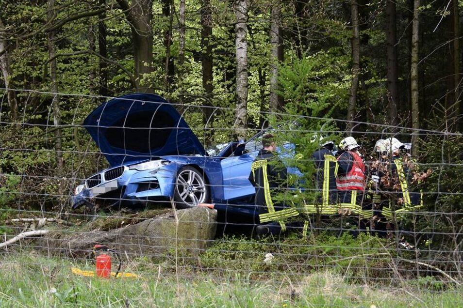 Ein auf der A4 fahrender BMW hatte den Wildzaun durchbrochen ...