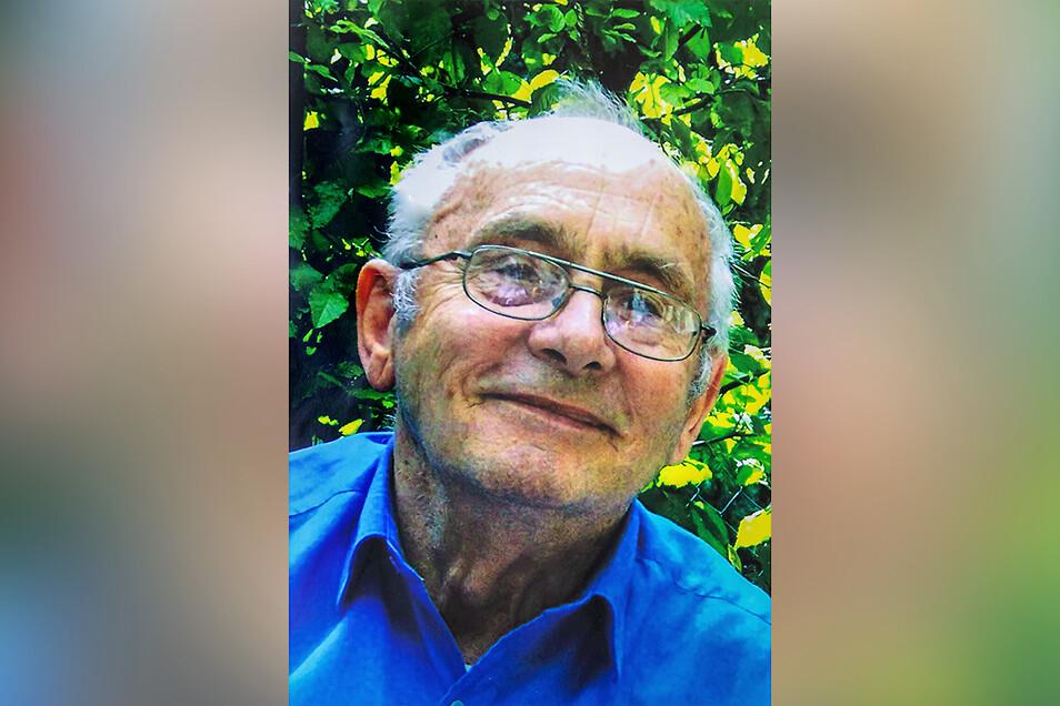 Horst Pätzold ist in Niesky aufgewachsen, hat das Lehramt studiert und war zunächst an der Grundschule in Daubitz beschäftigt, bevor er 1961 Lehrer an der Oberschule II in Niesky wurde. Mit 70 Jahren hat er seine Kindheits- und Jugenderinnerungen aufgesch