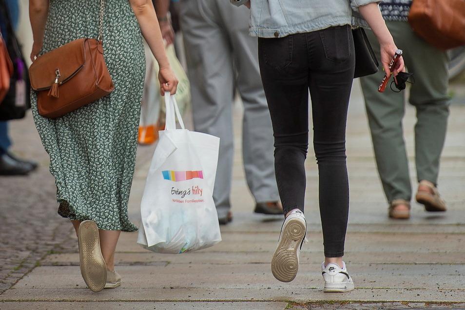 Es wuselt wieder in der Großenhainer Innenstadt: Am Dienstagvormittag nutzten zahlreiche Röderstädter die Gelegenheit, auf dem Frauenmarkt ohne jegliche Beschränkungen einzukaufen.