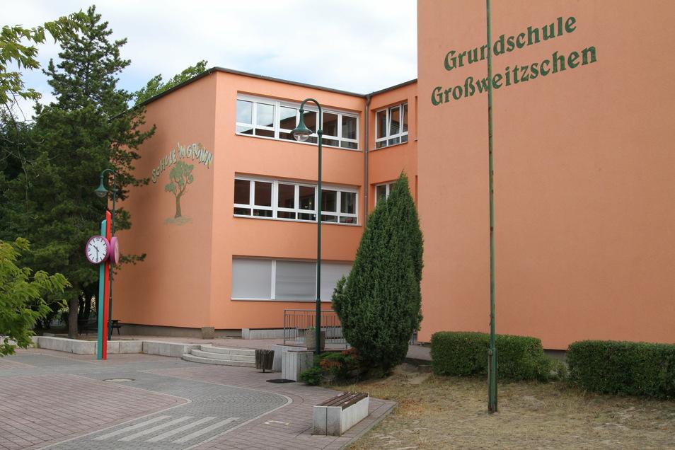 Die Schule in Großweitzschen gibt es seit 1972. Die Gemeinde beantragt Fördergeld, um sie zu sanieren.