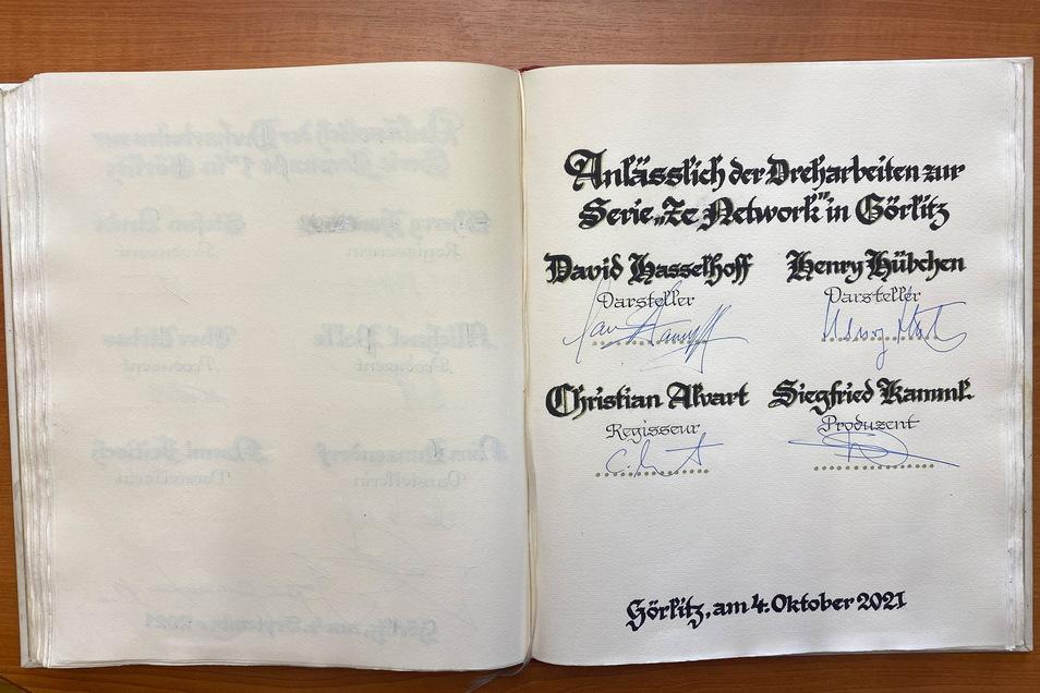 Ins Goldene Buch der Stadt durften sich neben David Hasselhoff und Henry Hübchen auch Regisseur Christian Ahnert und Produzent Siegfried Kamml eintragen.