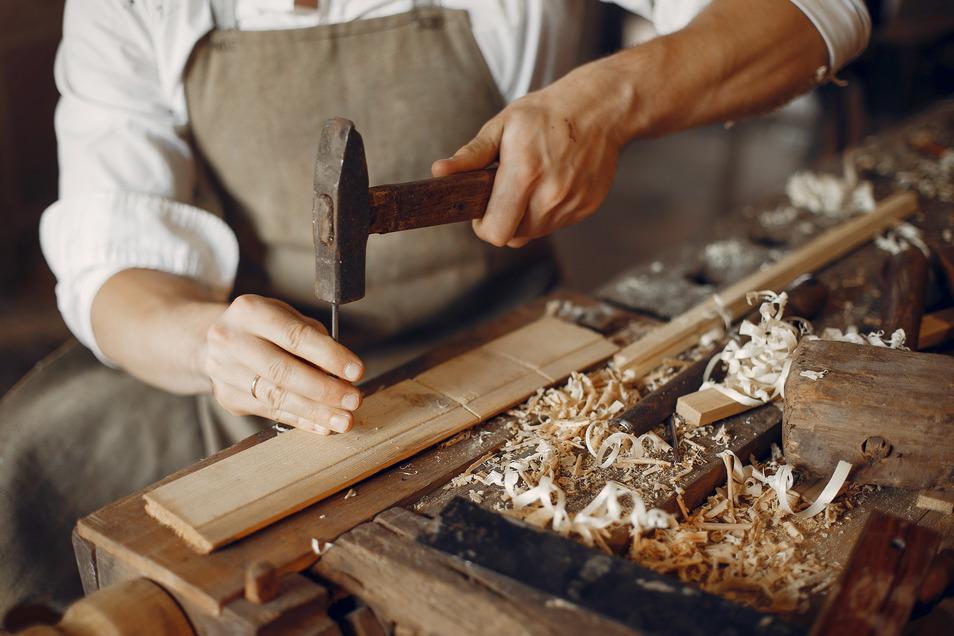 Traditionelles Handwerk ist im Erzgebirge fest verankert. Eine neue Initiative will Klein- und Kleinstunternehmer stärken.
