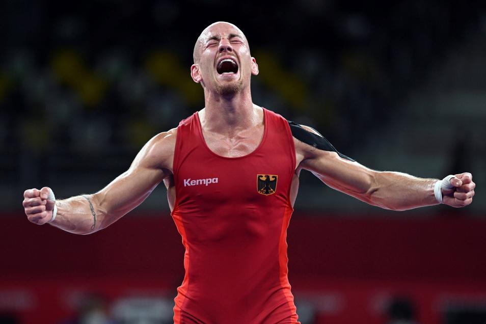 Ringer Frank Stäbler krönt seine Karriere und gewinnt zum Abschluss die ersehnte olympische Medaille. Es ist Bronze.