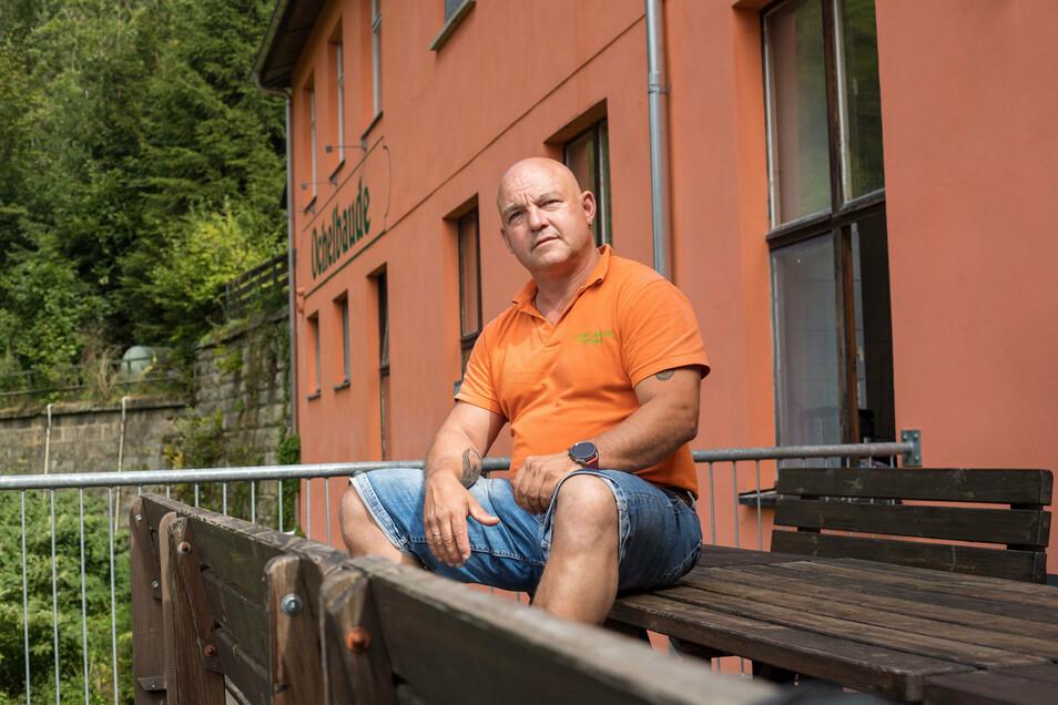 Doppelte Flaute in der Ochelbaude in Rathmannsdorf und bei Kanu Aktiv Tours in Königstein: Geschäftsführer René Hofmann kämpft.