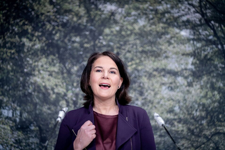 Annalena Baerbock unterstützt Forderungen nach einer Preisbanhebung von Kraftstoffen.