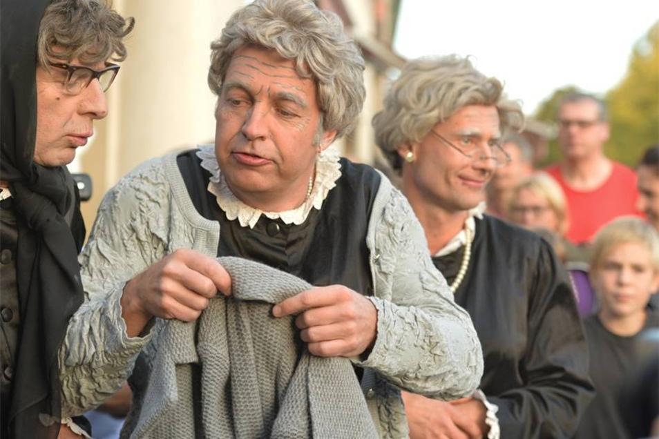 Das Theater Irrwisch aus Österreich tritt beim Radebeuler Weinfest auf.