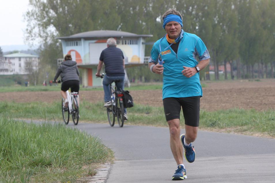 Frank Lämmerhirt aus einem kleinen Dorf bei Oelsnitz im Vogtland lief am Sonntag den Marathon von Königstein bis Dresden.