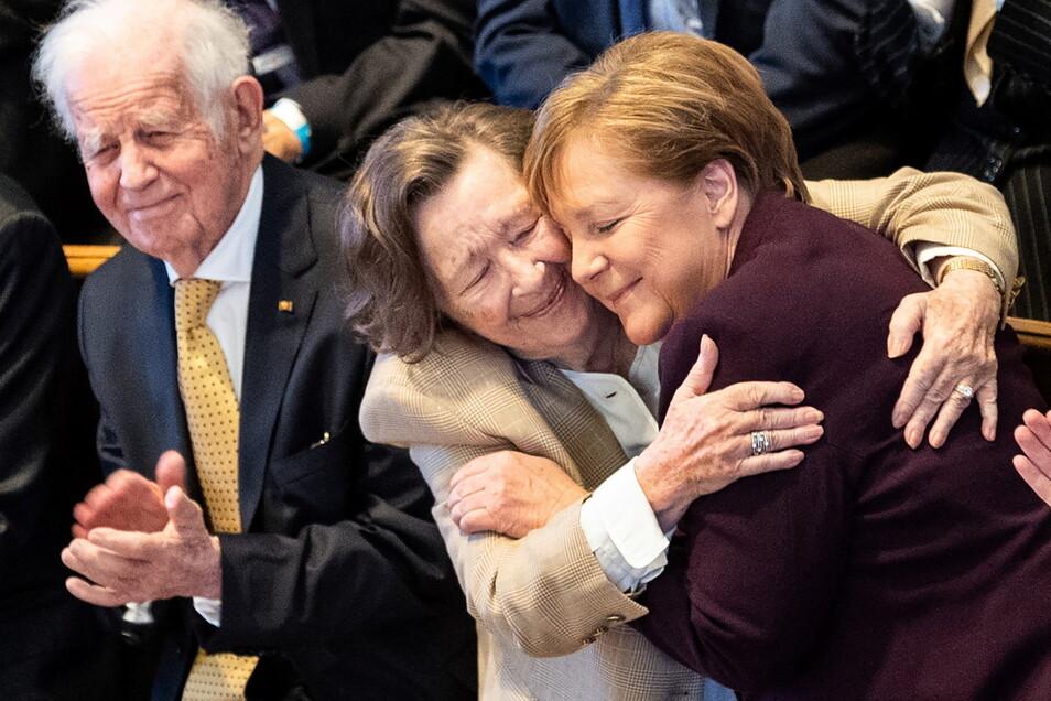 2020 mit Bundeskanzlerin Angela Merkel un Ingrid Biedenkopf beim 90. Geburtstag des Politikers in der Dresdner Frauenkirche.