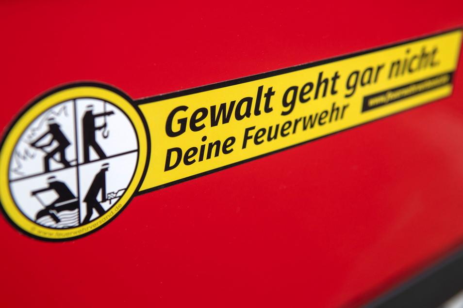 """Die Aktion """"Gewalt geht gar nicht"""" wendet sich gegen Angriffe und Gewalttätigkeiten gegenüber Einsatzkräften der Feuerwehr oder anderer Rettungsdienste."""