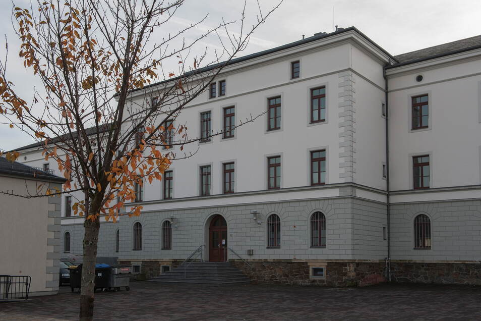 Im Remonteplatz 10 in Großenhain befand sich bis 2017 ein Asylbewerberheim.