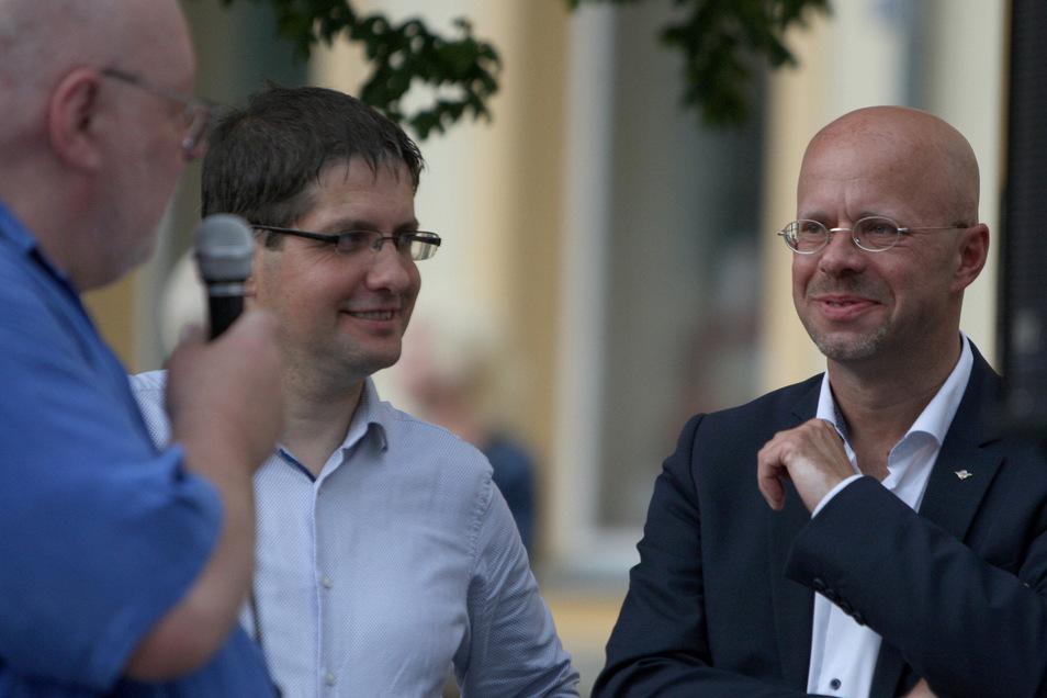 AfD-Landtagsabgeordneter Ivo Teichmann (M.) traf sich im Juni mit Andreas Kalbitz (r.) vom völkisch-rechtsnationalen Parteiflügel und AfD-Kreischef Lothar Hoffmann bei einer Kundgebung.