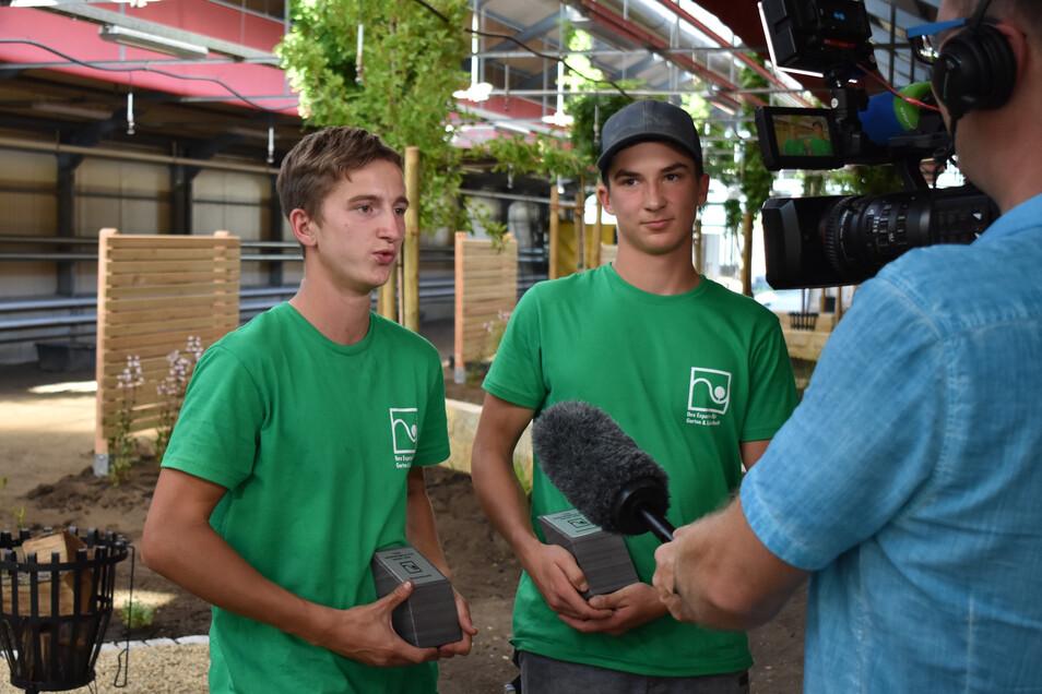 Das Siegerteam: Erik Stanke von der Firma Schubert & Reimann Galabau aus Ebersbach-Neugersdorf und Phil-Elias Kornmacher von der Creativ Garten Sachsen GmbH aus Siebenlehn.
