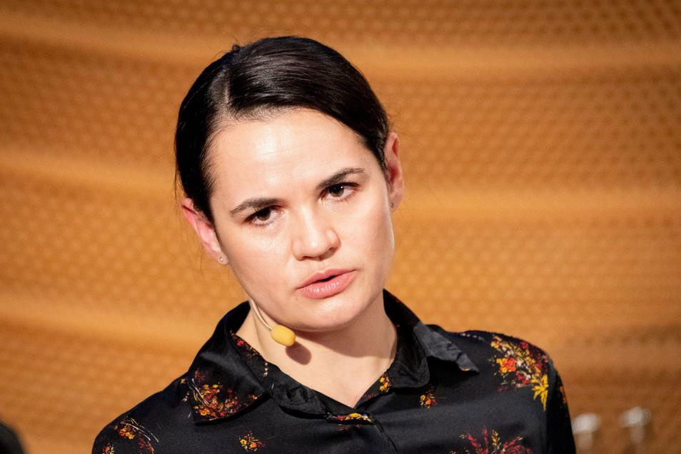 Die Oppositionsführerin Swetlana Tichanowskaja aus Belarus nimmt an einer Panel-Diskussion der Deutschen Gesellschaft für Osteuropakunde teil.