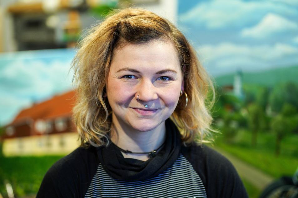 Die Bischofswerdaer Künstlerin Anja Herzog wichtelt mit ihren Freunden - aber mit Abstand.