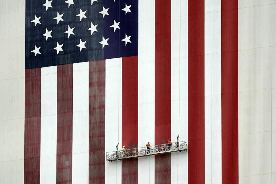 """""""Make America great again"""" rief Donald Trump zu Beginn seiner Amtszeit. Nach vier Jahren ringt sein Land um seine einstige Größe, der Riss in der Gesellschaft ist tiefer denn je."""