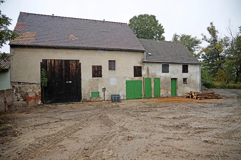 Diese alte Scheune in Tiefenau soll zum Feuerwehr-Gerätehaus umgebaut werden. Doch noch kann es nicht losgehen.