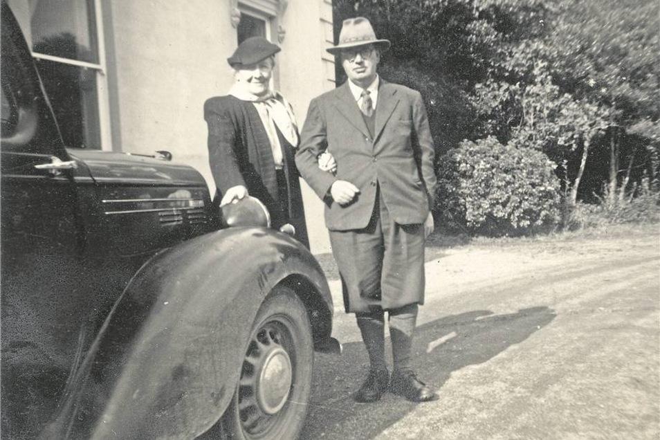 Ernst Heinrich von Sachsen mit seiner zweiten Frau Virginia Anfang der 50er-Jahre auf Gut Coolamber in Irland. Foto: privat