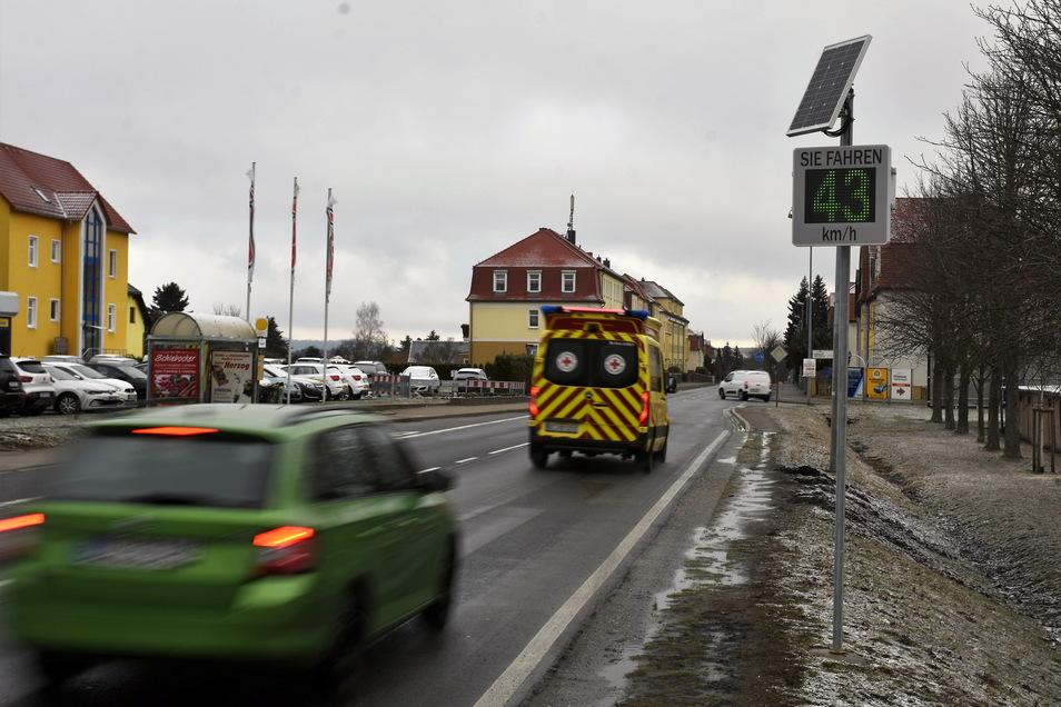 Leuchtet die Anzeige der neuen Geschwindigkeitsanzeige an der Neustädter Straße in Bischofswerda grün, ist man vorschriftsmäßig unterwegs.
