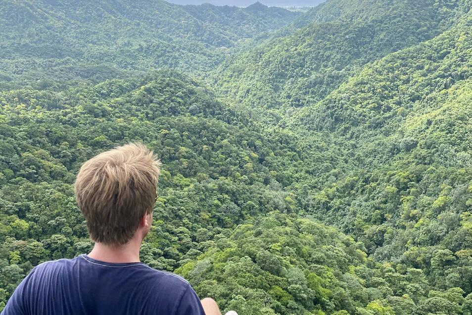 Bei der Wanderung auf dem Needle-Walk gibt es in der Mitte der Insel eine herrliche Aussicht.