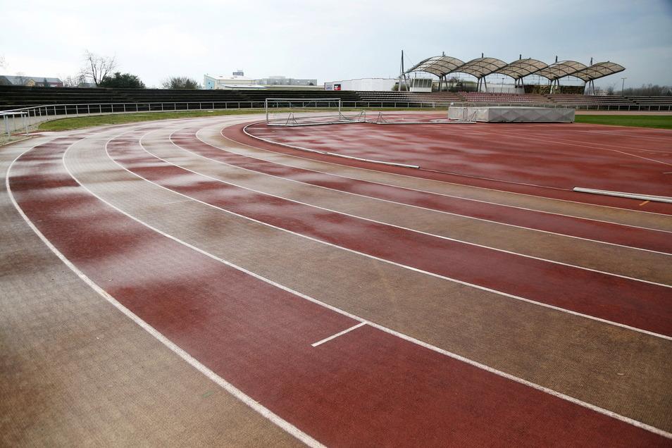 Das Leichtathletikstadion an der Pausitzer Straße in Riesa soll saniert werden - für fast eine Million Euro.