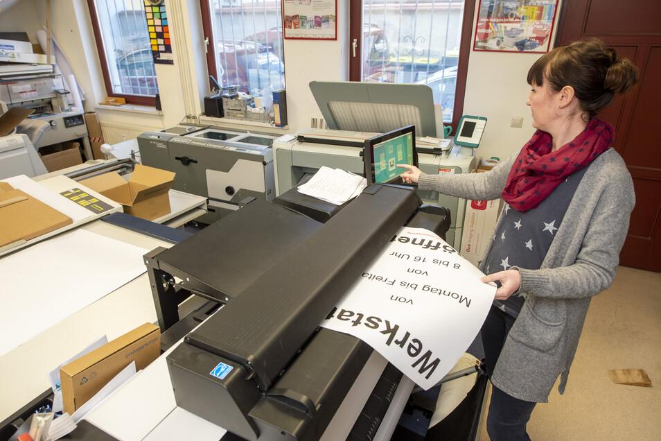 Auch das Kopierbüro Schmidt in Radeburg hat weiterhin ganz normal geöffnet.Der Grund sind das Angebot an Zeitungen und Zeitschriften sowie Vervielfältigungsdienstleistungen.