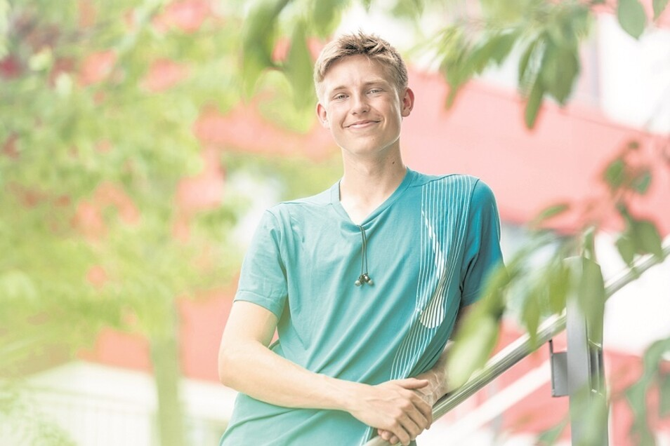 Der aus Weißwasser stammende Jonas Wagner geht optimistisch in die Olympiasaison. Der Leichtathlet vom Dresdner SC ist der schnellkräftige Hochspringer-Typ, der mit hoher Anlaufgeschwindigkeit und Explosivität beim Absprung seine Höhe erreicht.