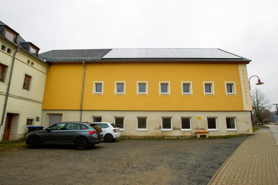 Die Turnhalle im Hohnsteiner Ortsteil Ehrenberg. Hier sollte ein Gemeinschaftszentrum entstehen.