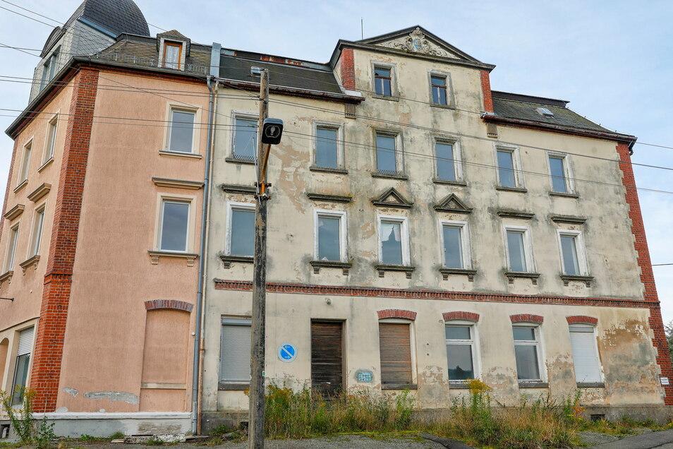"""Das Haus an der Teichstraße 3 in Eibau, der sogenannte """"Schneepflug"""" wird ebenfalls von Spettmanns Immobilienfirma Gelago angeboten - für 55.555 Euro."""