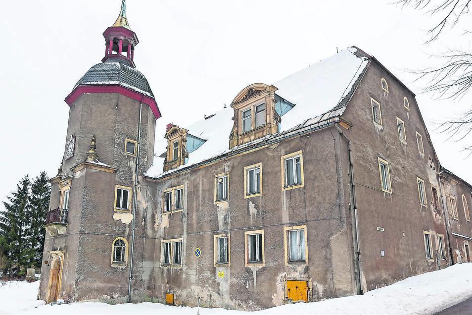 Schloss Naundorf hat zurzeit weder Heizung noch Stromanschluss. Deswegen gehen die Arbeiten momentan nur verhalten weiter. Aber es gibt viele Pläne für dieses Jahr.